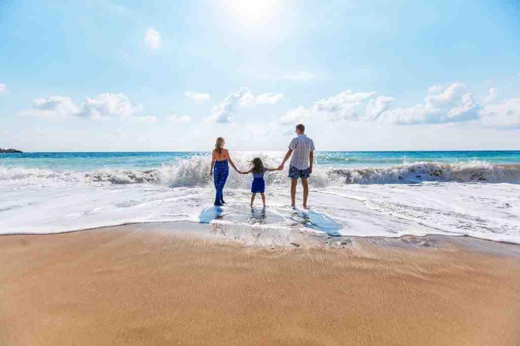 鏡の法則とは両親への関係に抱く思いのあらわれ。潜在意識が人生を通して映し出すものとは
